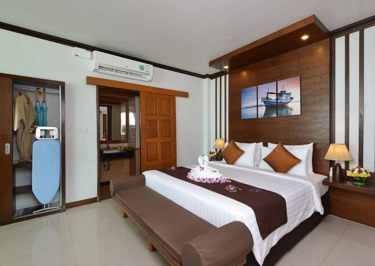 DELUXE BEACHFRONT ROOMS Phangan Bayshore Resort & Spa Surat Thani, Koh Phangan